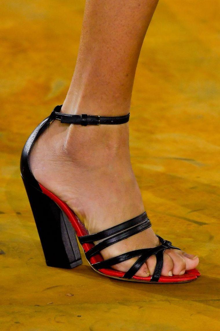 women's summer sandals with straps