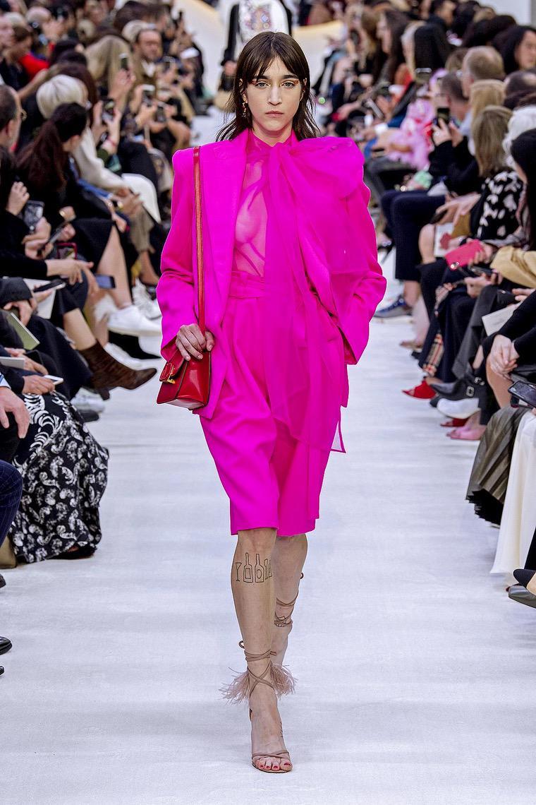 couleur fuchsia tenue femm valentino