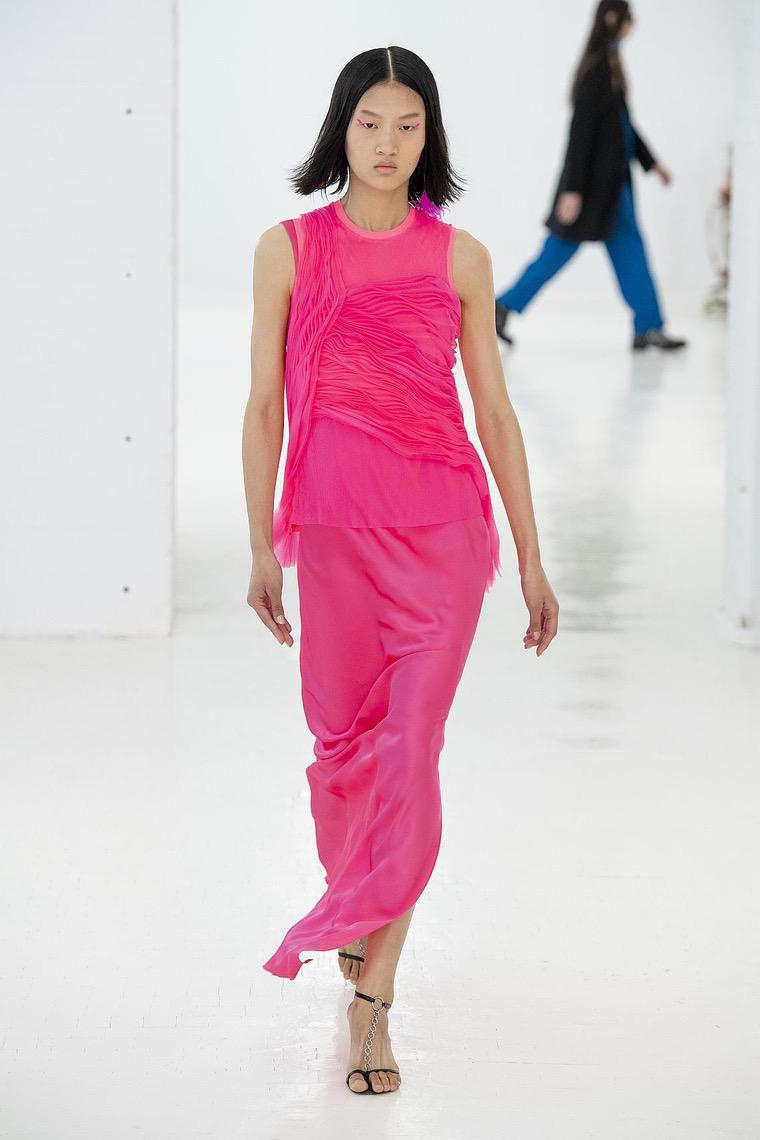robe en couleur fuchsia par Helmut Lang