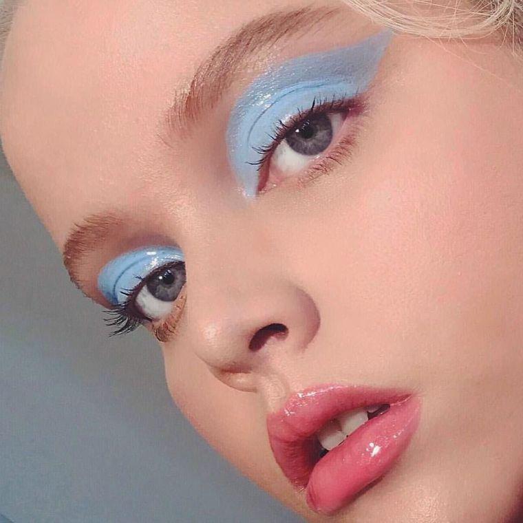 light blue makeup