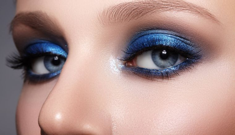 the blue color in an evening make-up
