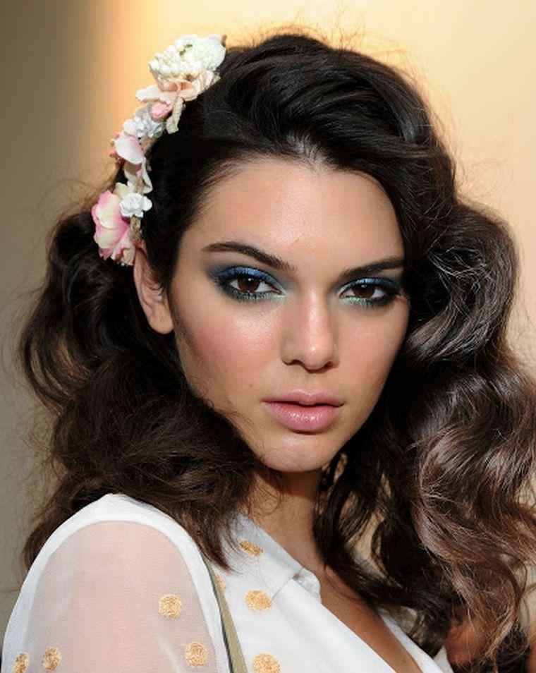 trendy makeup in blue