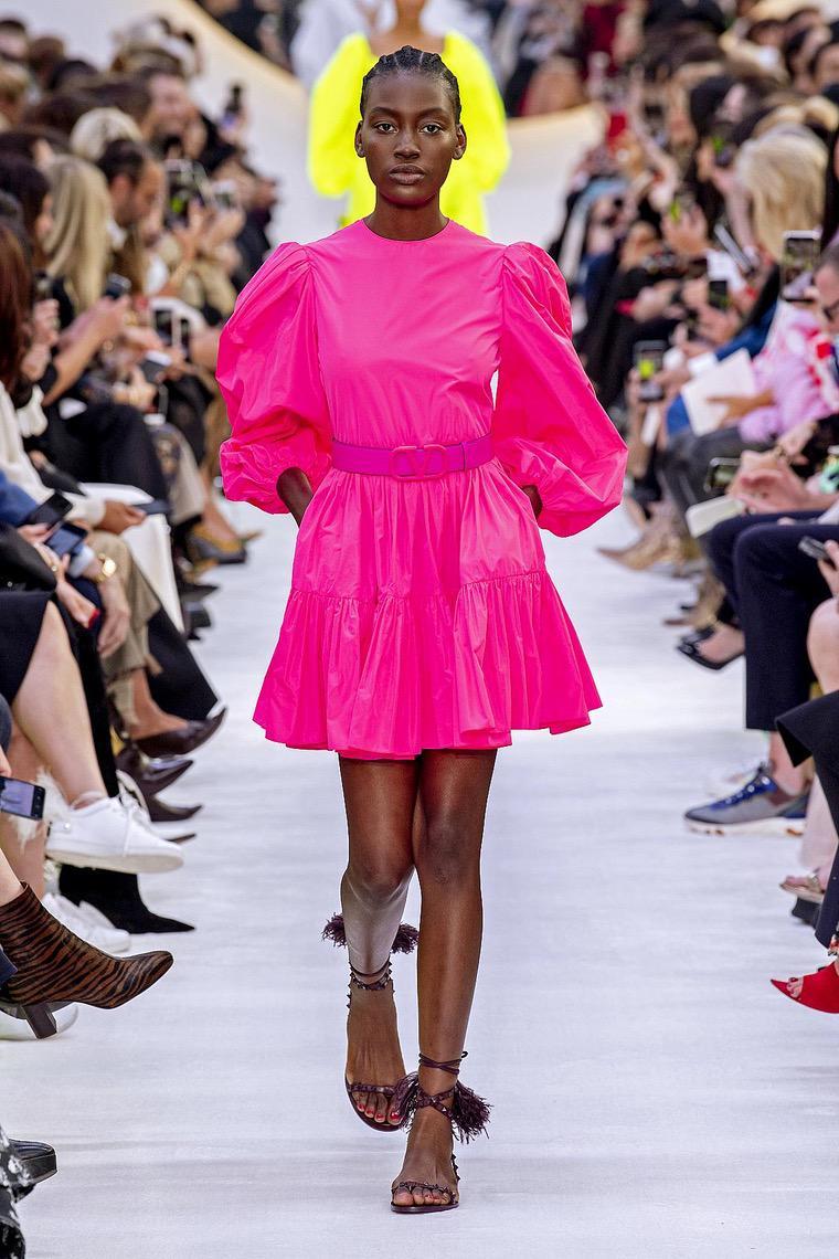 robe courte en couleur fuchsia par Valentino
