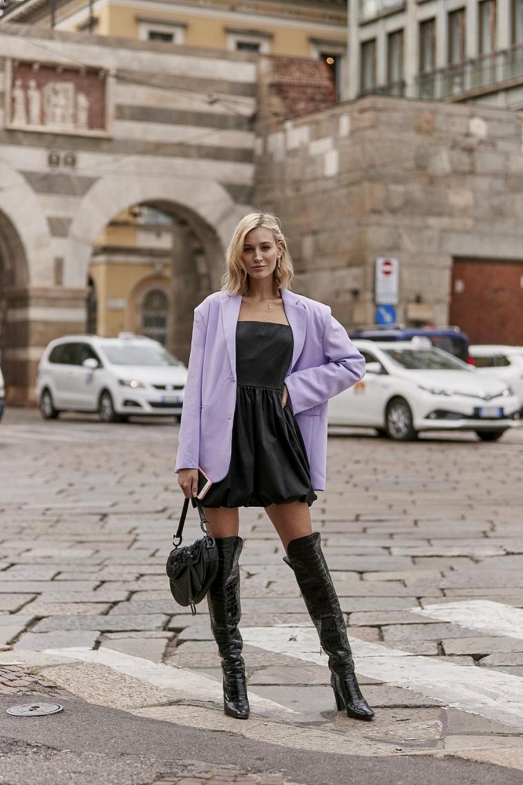 robe courte noire et gilet couleur lilas