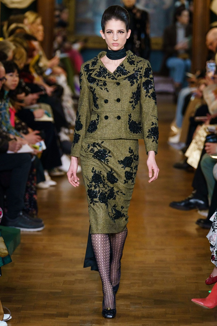 trendy woman costume 2021