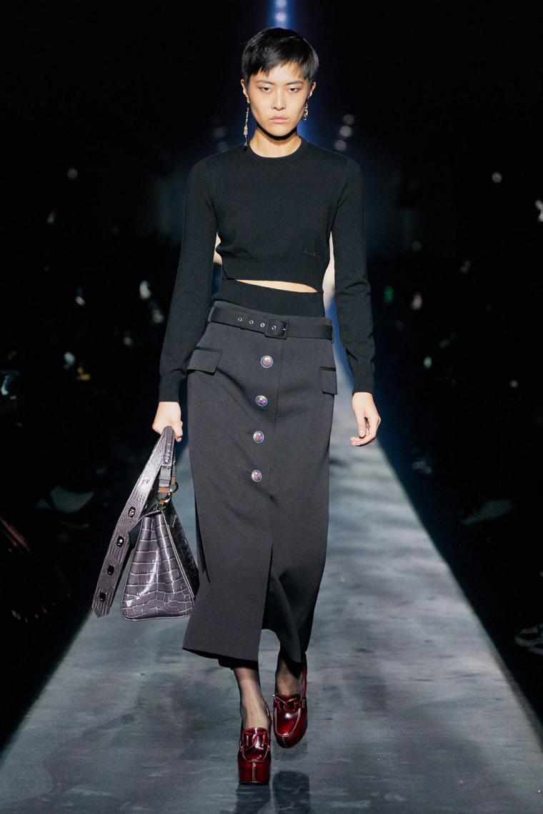 black autumn winter fashion trend