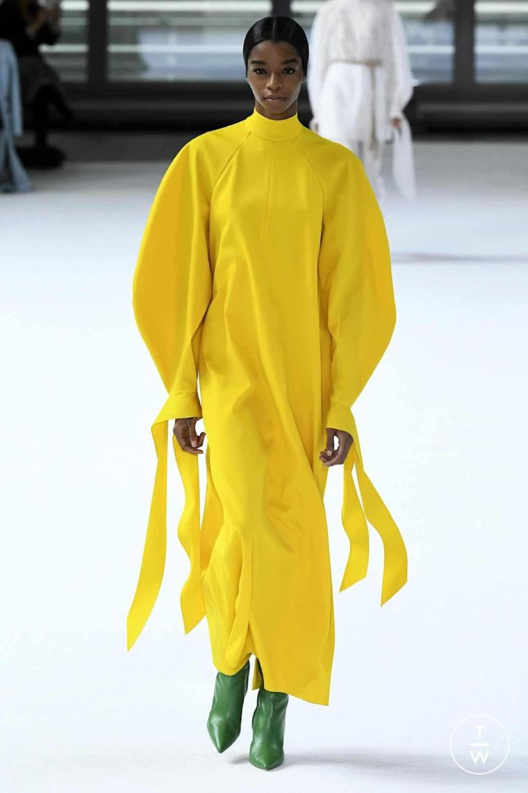 yellow autumnal outfit for women
