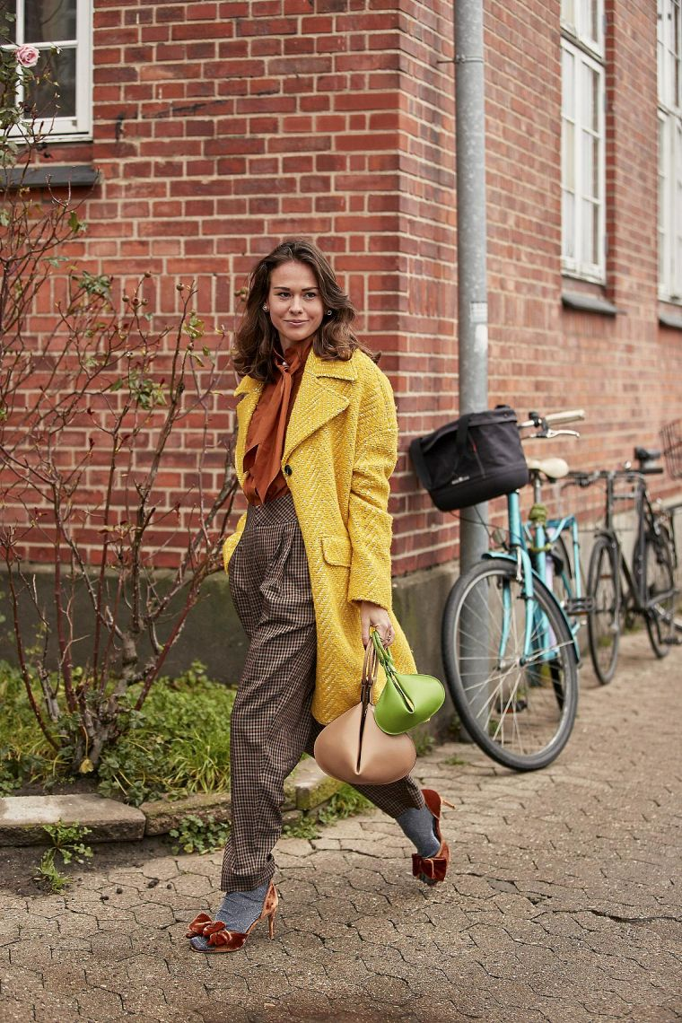 autumnal outfit woman street style