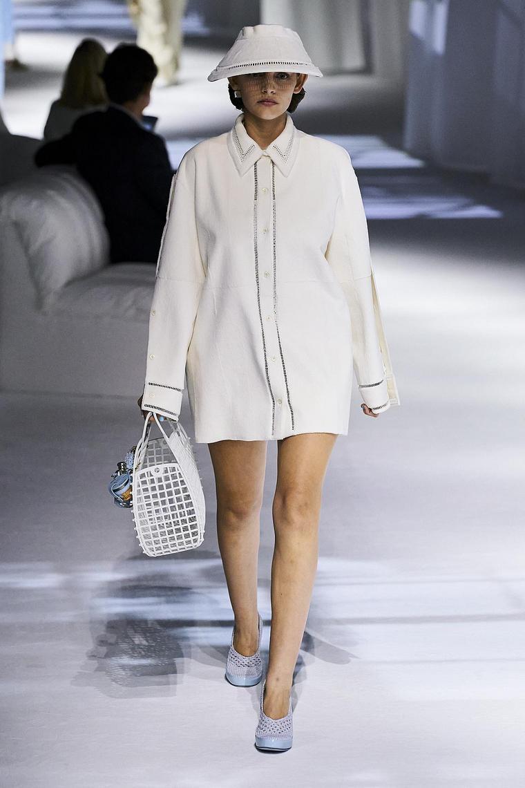 chemise couvrant derrière blanche fendi