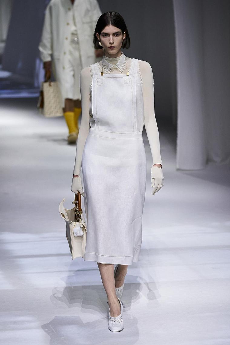 ensemble très élégant blanc fendi