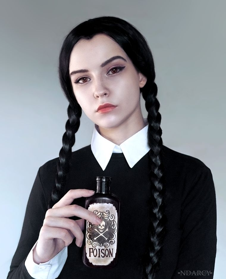 maquillage Halloween visage: Wednesday Adams