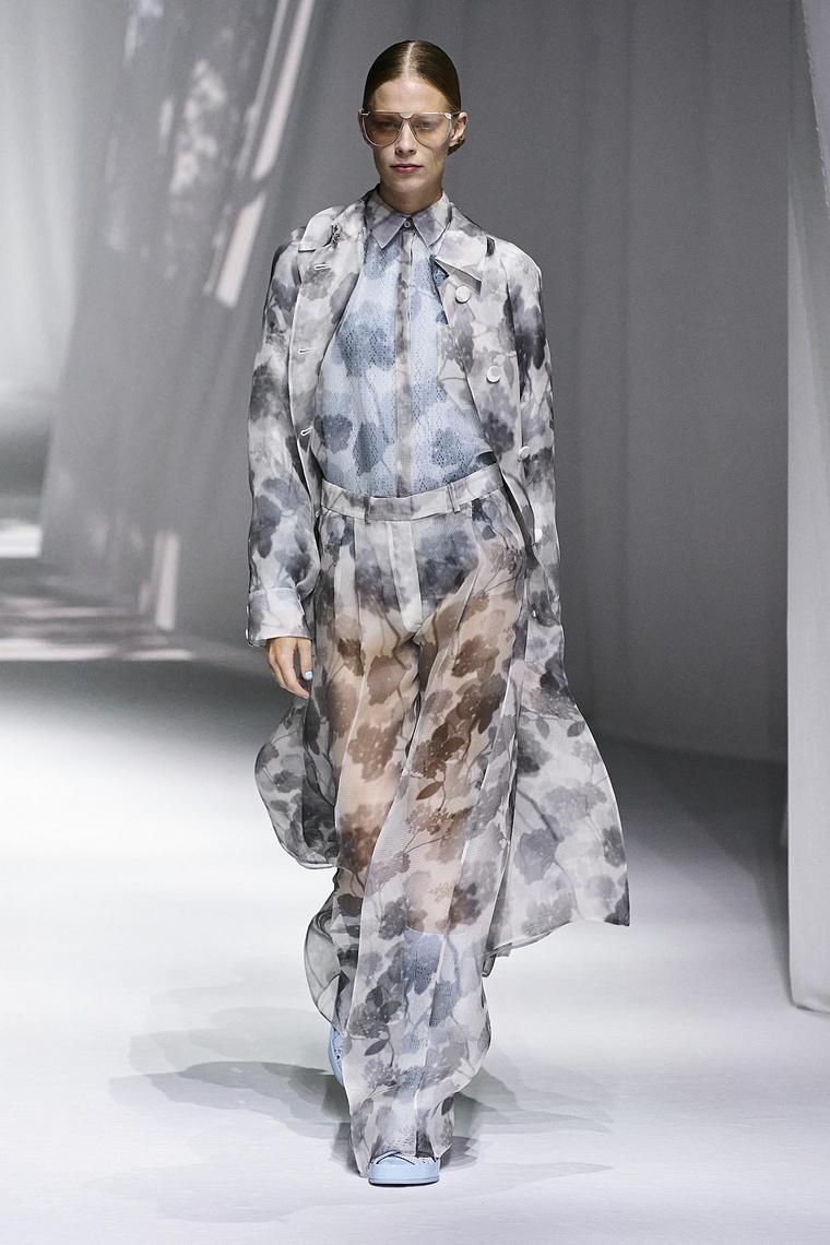 robe légère semi-transparente fendi