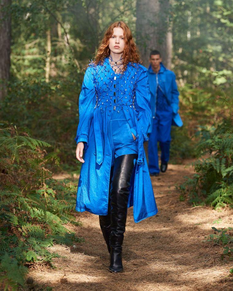 tenue de femme en bleu pour le printemps