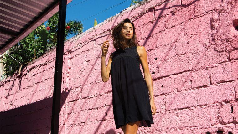 petite robe noire chic moderne