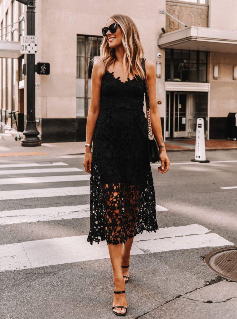 robe noire avec dentelle pour l'été