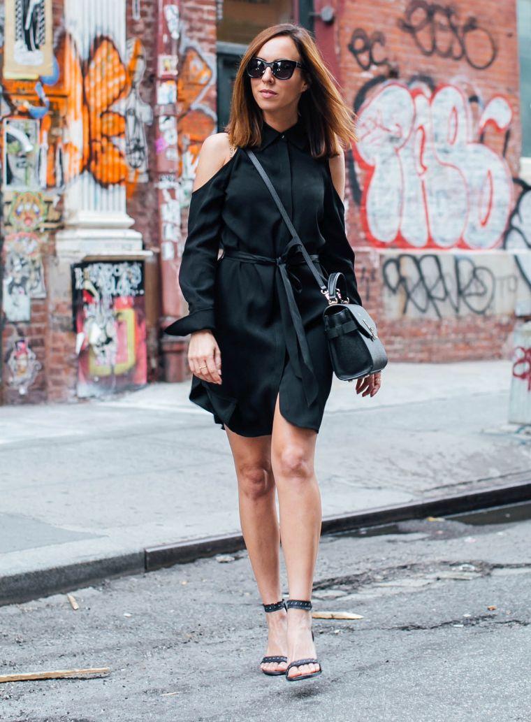 robe noire avec épaules nus