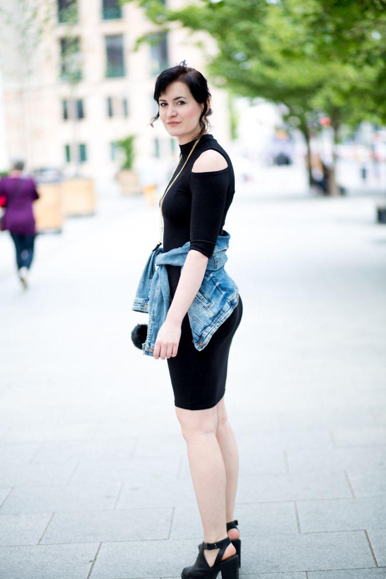 robe noire avec veste en jeans