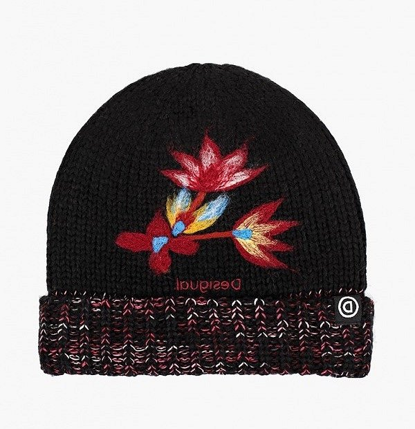 Top-25 best models of knitted hats photo # 12