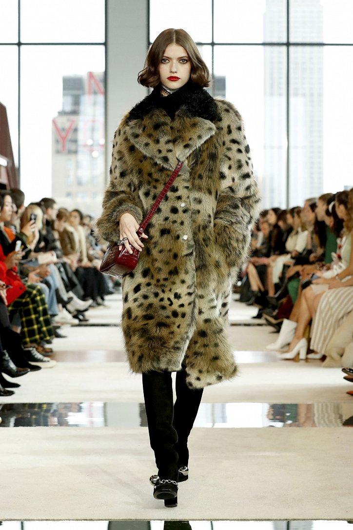 Fashionable fur coats 2021: main trends photo # 3