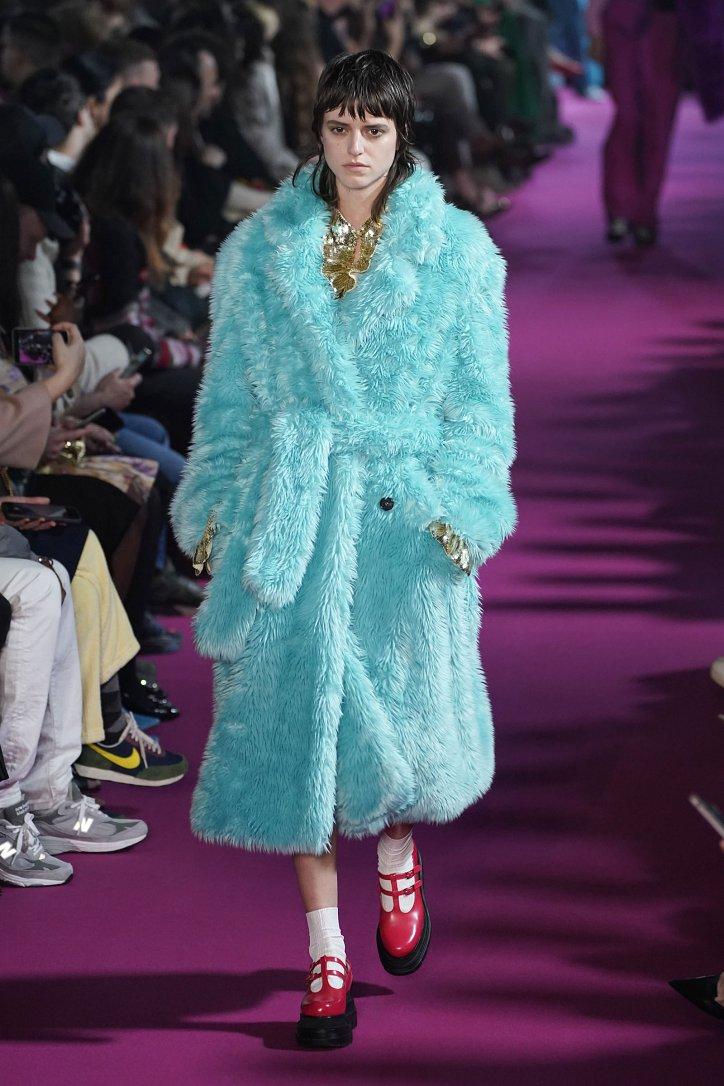 Fashionable fur coats 2021: main trends photo №11