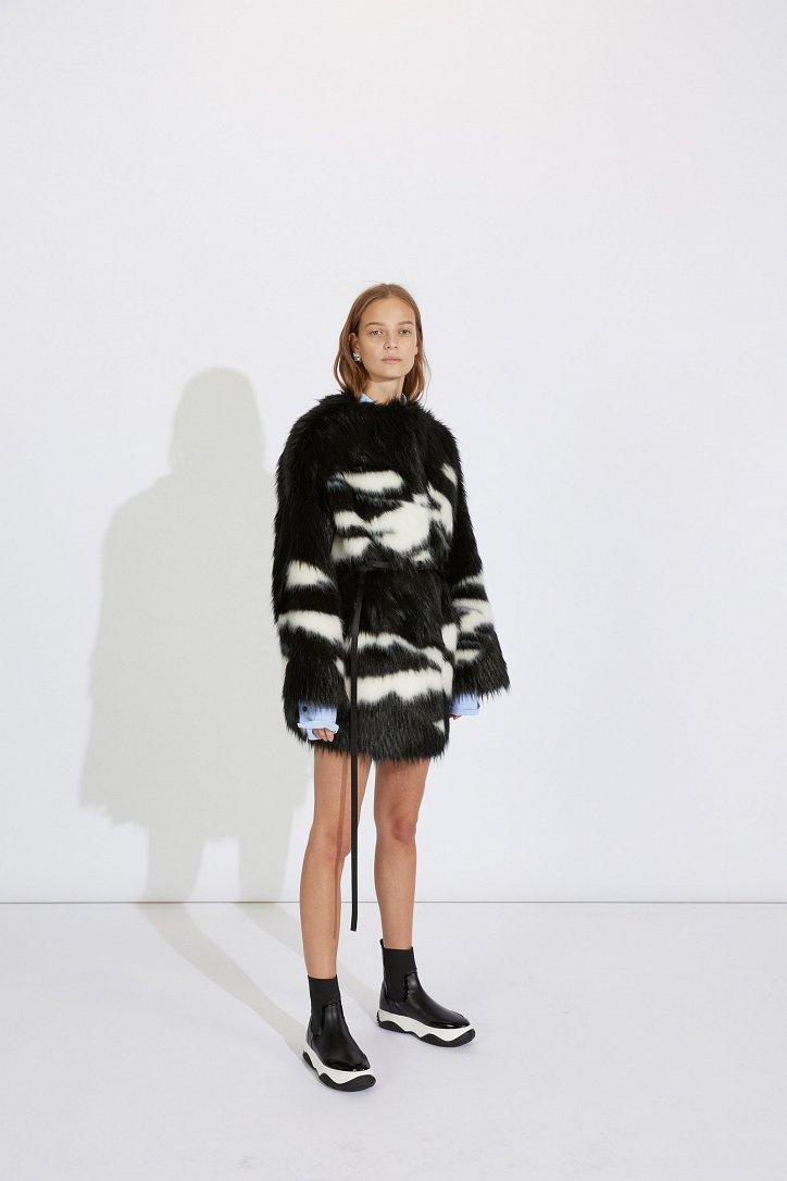 Fashionable fur coats 2021: main trends photo # 9