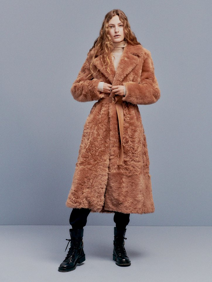 Fashionable fur coats 2021: main trends photo # 8