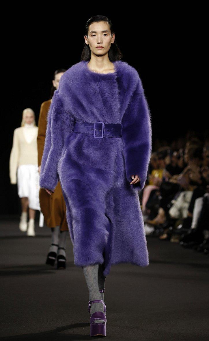 Fashionable fur coats 2021: main trends photo # 7