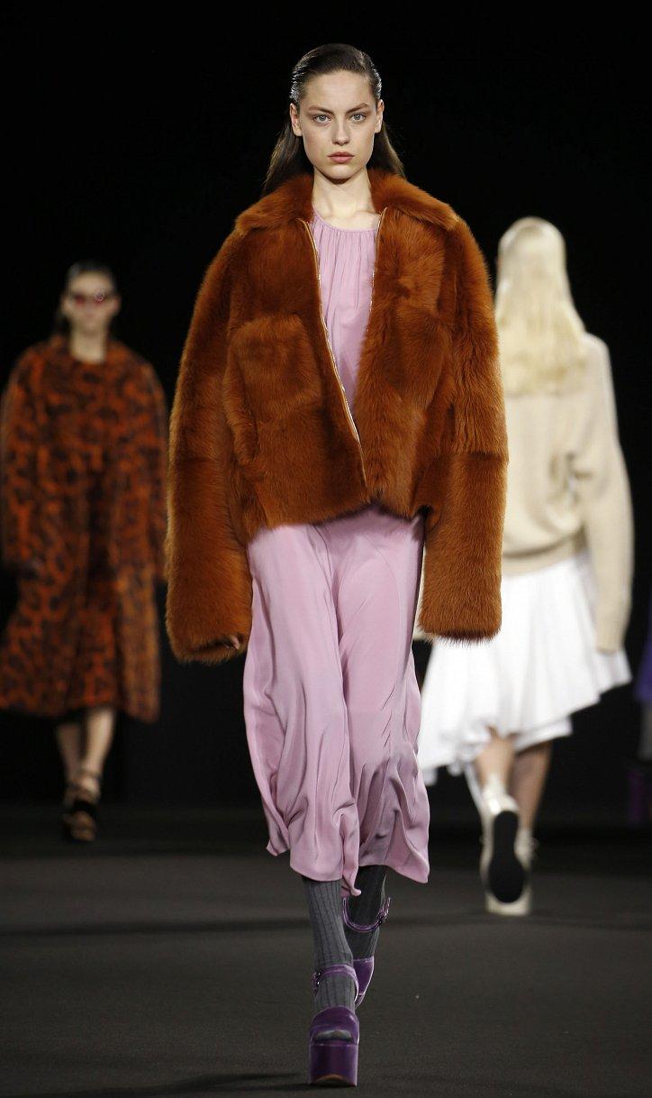 Fashionable fur coats 2021: main trends photo # 18