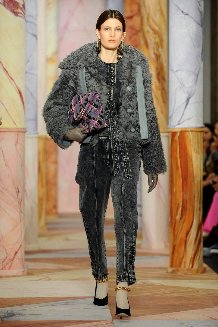 Fashionable fur coats 2021: main trends photo # 17