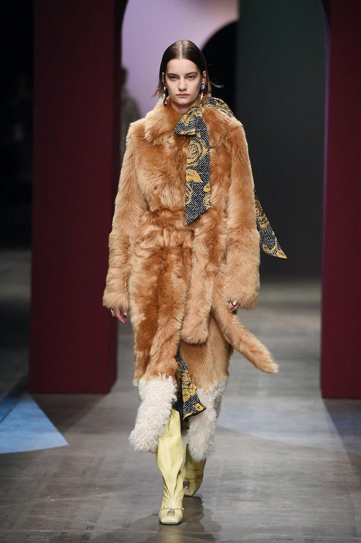 Fashionable fur coats 2021: main trends photo # 23