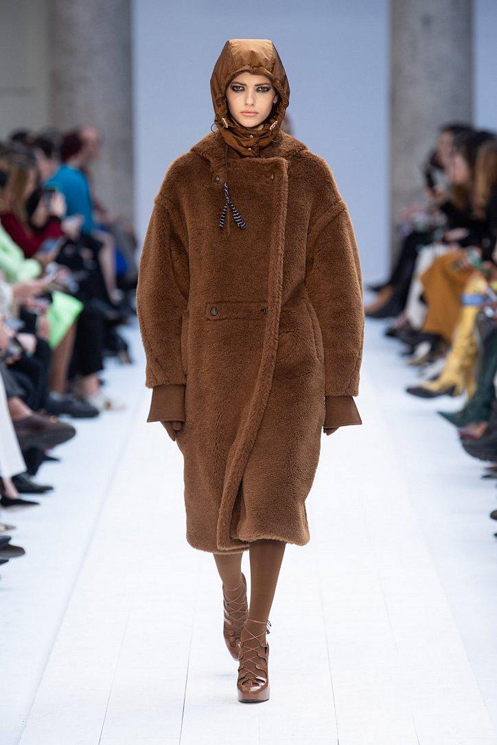 Fashionable fur coats 2021: main trends photo # 25