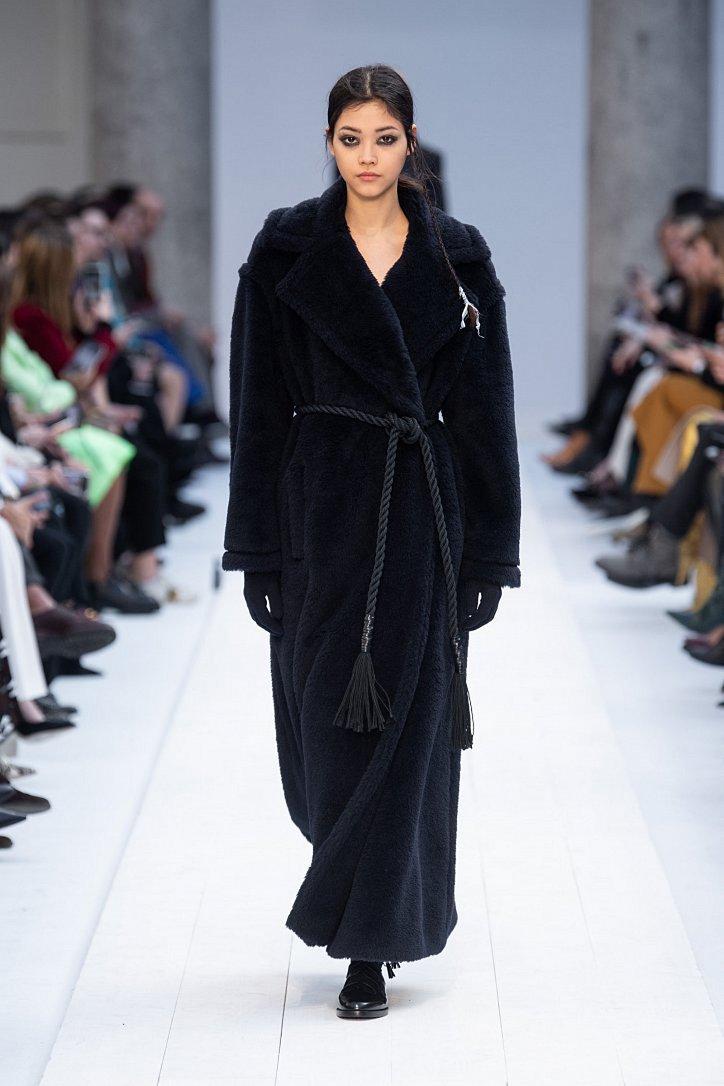Fashionable fur coats 2021: main trends photo # 21