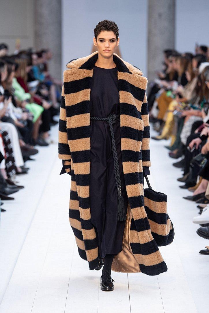 Fashionable fur coats 2021: main trends photo # 22