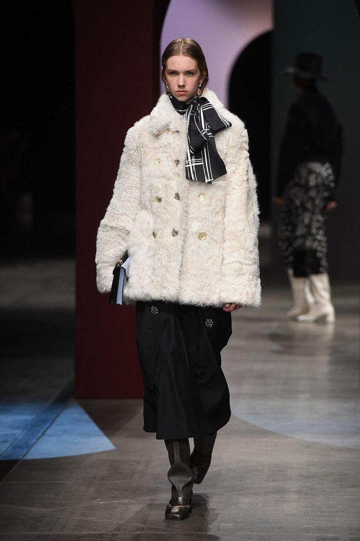 Fashionable fur coats 2021: main trends photo # 28