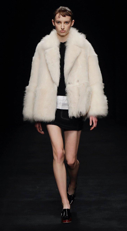 Fashionable fur coats 2021: main trends photo # 27