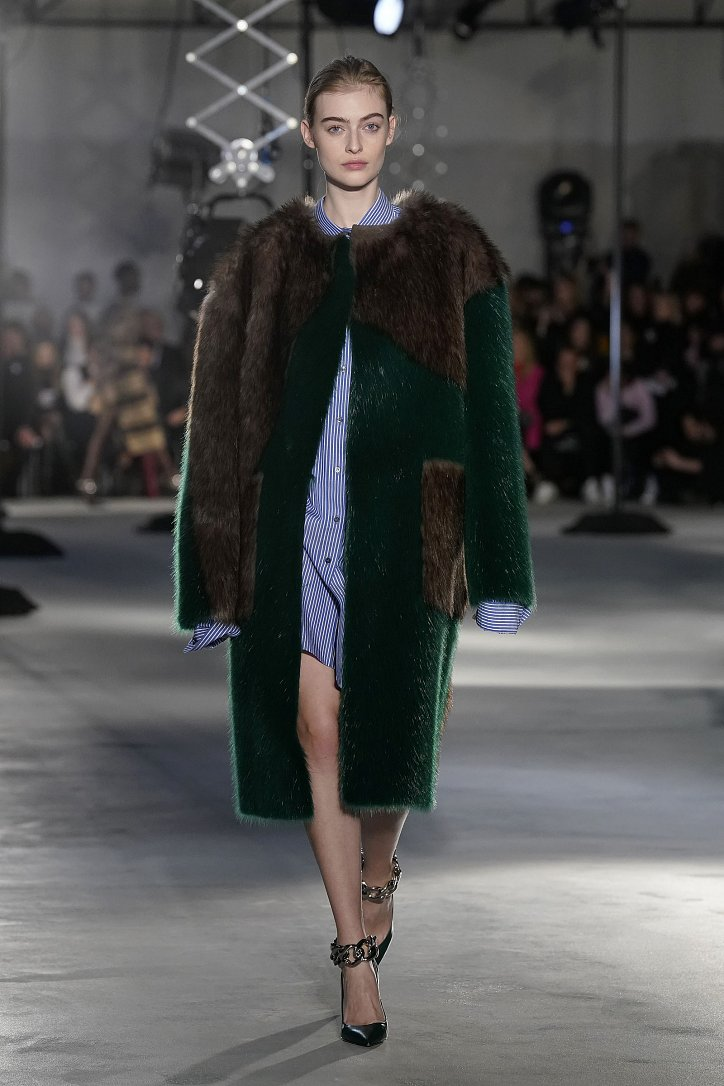 Fashionable fur coats 2021: main trends photo # 30