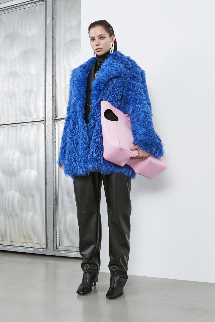 Fashionable fur coats 2021: main trends photo №34