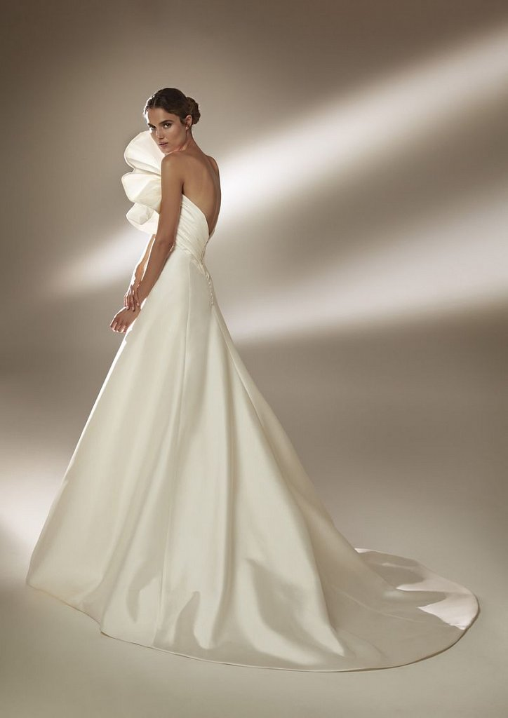 Collection of wedding dresses Atelier Pronovias 2021 photo # 16