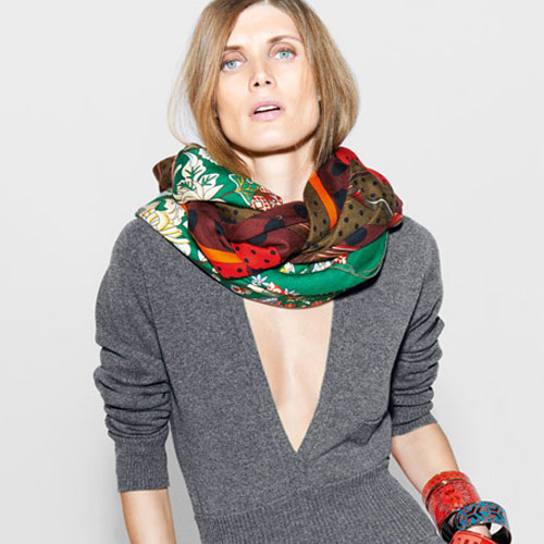 Gray sweater and scarf by Hermès Fashion House