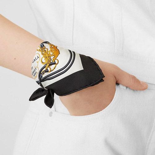 Hermès neckerchief original instead of a bracelet