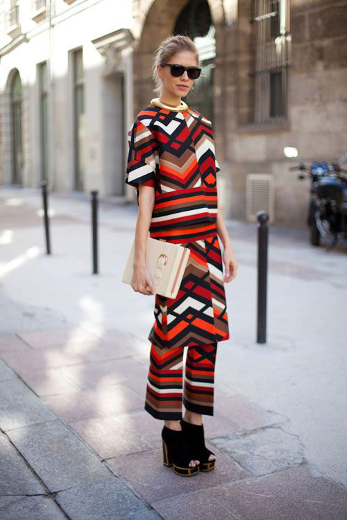 Stylish summer suit with geometric print