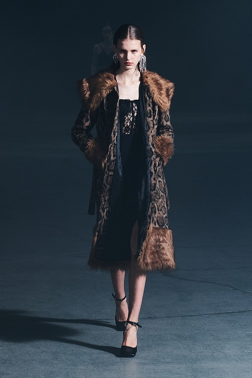 Fashion coats 2021 2022 trend coats with fur collar