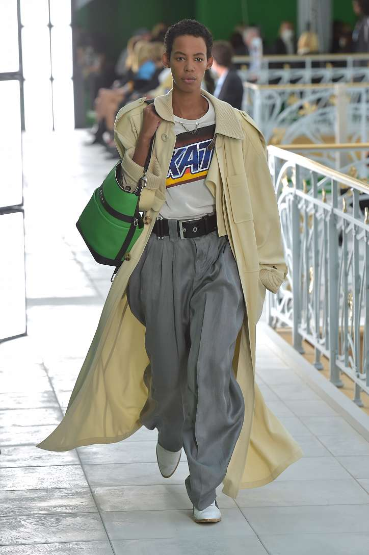 Fashionable raincoats and trench coats 2021: photos of trending models photo # 4