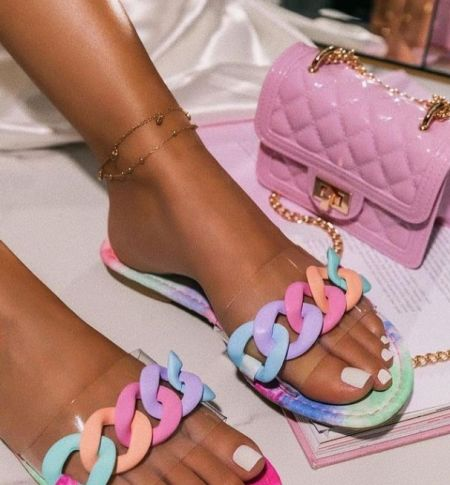Flip flops with multicolor chain