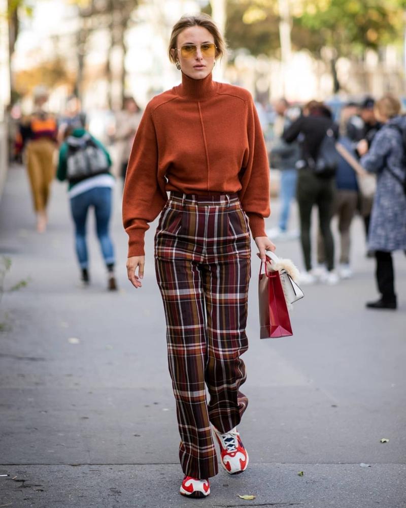 fashionable women's trousers fall-winter 2021-2022