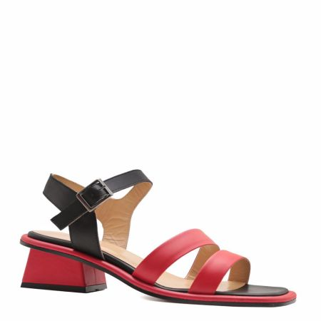 Black and red sandals at the Prego online store