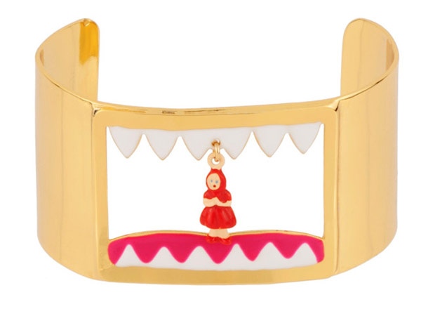 Charles Perrault's tale of Little Red Riding Hood is embodied in a bracelet from the collection of the same name.