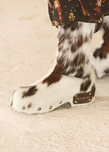 Fur boots - fashion shoes fall 2021