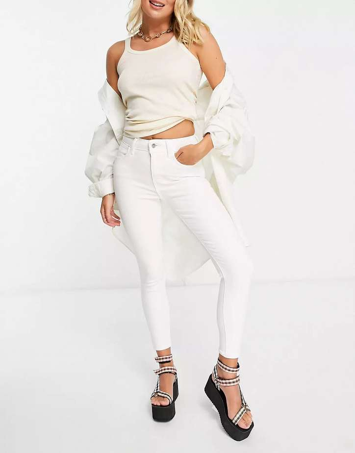 With what to wear white jeans: stylish bows on the note photo # 8
