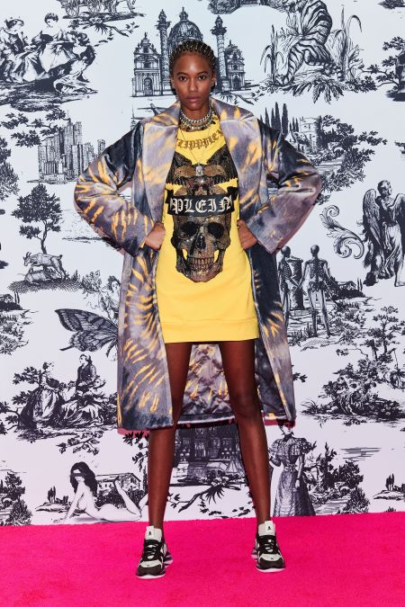 Yellow hoodie dress with a skull.  Philipp Plein fall-winter 2021-2022 collection